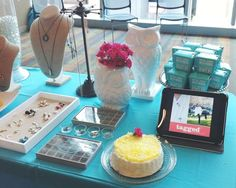 origami owl jewelry bar ideas: I love the use of displaying more pictures via tablet.