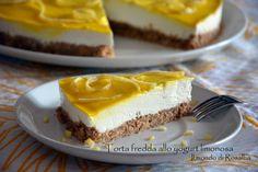 Torta fredda allo yogurt limonosa... ideale per non rinunciare ad un dolce sfizioso e deliziarsi con il fresco sapore al limone senza accendere il forno...