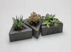 Concrete Everything! Triangle Concrete Pots // Set of 3 Cement Planters, Concrete Cement, Concrete Furniture, Concrete Crafts, Concrete Projects, Indoor Planters, Concrete Design, Succulent Planters, Wall Planters