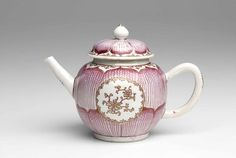 Chinese Teapot, Qing dynasty, Qianlong period c.1760–80. Jingdezhen, Jiangxi province, South-east China (teapot) Canton (Guangzhou), Guangdong province, South-east China (decoration) porcelain, gilt (guangcai ware)
