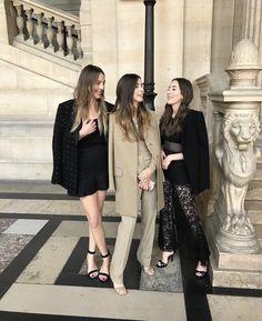 Este, Danielle and Alana HAIM in Givenchy by Clare Waight Keller Parisienne Chic, Haim Style, Danielle Haim, Badass Women, Best Friend Goals, Classic Outfits, Fashion Outfits, Fashion Trends, Women's Fashion