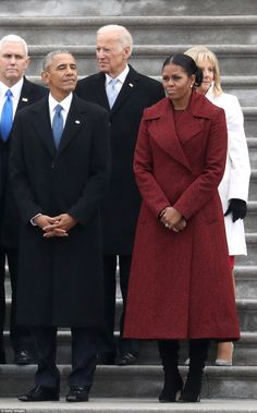 Michelle, smiled warmly as she graciously welcomed Melania, to the White House this morning. The two wore contrasting outfits as they wrapped their arms around each other. Bo Obama, Barack Obama Family, Barak And Michelle Obama, Presidente Obama, Malia And Sasha, Michelle Obama Fashion, First Black President, Beautiful Evening Gowns, Women Lawyer