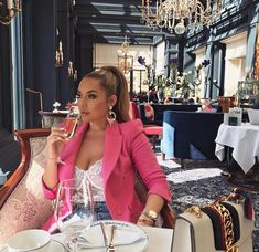 Two Shop Girls. Start A New Fashion Trend With These Tips. However it is surprisingly easy to improve one's style. Brunch Outfit, Night Outfits, Mode Outfits, Classy Outfits, Fashion Outfits, Jeans Fashion, Boujee Lifestyle, Luxury Lifestyle Fashion, Luxury Blog