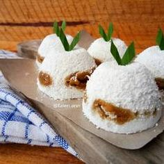 Find out Exactly how to make Chinese Food Dessert Savory Snacks, Snack Recipes, Dessert Recipes, Cooking Recipes, Indonesian Desserts, Indonesian Cuisine, Malaysian Dessert, Malaysian Food, Asian Snacks