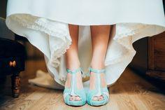 Los zapatos de la novia. Un toque de color. Algo azul. Fotos de Boda #novia #zapatos #algoazul #bodas #fotografo #fotografodebodas #fotosdeboda #nuestrocuento