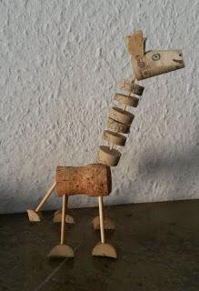 Zange und Hammer: Giraffe aus Korken