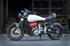 米国の新興オートバイ・メーカー、モータス(Motus)といえばV型4気筒エンジンを搭載したクールなスポーツ・ツーリング・バイクで知られるが、4月10日から12日までテキサス州オースティンで開催されたハンドビルト・モーターサイクルショーには、スーパーチャージャーを搭載するスポーツ・バイクのコンセプトモデルを