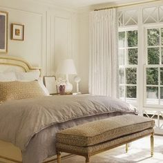 At Home with Suzanne Kasler : Architectural Digest - Bedroom Design Ideas Pretty Bedroom, Dream Bedroom, Home Bedroom, Bedroom Decor, Bedroom Office, Master Bedrooms, Architectural Digest, Beautiful Bedrooms, Amazing Bedrooms