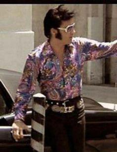 Elvis arriving at MGM studios