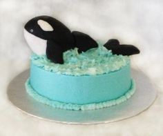 A Shamu themed single tier cake with hand made fondant toppers.