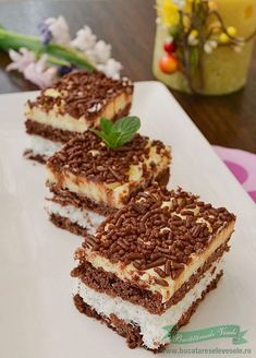 Coconut cake is one of the favorite cookies from us. Of all the homemade cakes prepared can say that this cake with coconut is very appreciated as is the cake with coconut and vanilla cream . I think if I cook all day hello cakes and Romanian Desserts, Romanian Food, Romanian Recipes, Homemade Sweets, Homemade Cakes, Sweet Recipes, Cake Recipes, Dessert Recipes, Pie Dessert