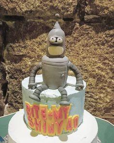 Tarta de 40 cumpleaños con figura de #bender (#futurama) realizada en #fondant…