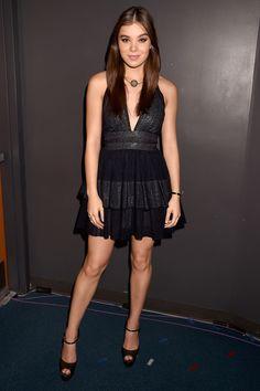 Hailee Steinfeld In Sophie Theallet.   - ELLE.com