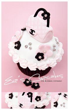 Couture cupcake!