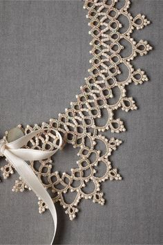 Infusion Bracelet What a lovely crown pattern this would make.What a lovely crown pattern this would make. Filet Crochet, Col Crochet, Crochet Collar, Irish Crochet, Lace Collar, Doilies Crochet, Beaded Crochet, Beaded Lace, Needle Tatting