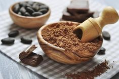 Raw Cacao Benefits, Health Benefits, Chocolate Benefits, Self Tanner Homemade, Cocoa Recipes, Cancer Fighting Foods, Chocolate Molds, Nutrition Tips, Holistic Nutrition