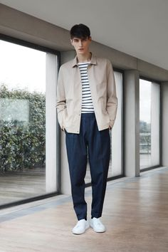 Hot on the heels of featuring COS fashions in an exclusive, we take a look at the Swedish brand's latest style efforts. Approaching spring with essentials on the mind, COS provides a clean color palette of navy and neutrals. Easy lines are executed with core pieces that range from polo shirts and lean trousers to …