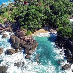 Prainha do Felix, ou Praia do Português, Ubatuba/SP, Brasil. #dji #drone #drones #djiglobal #djicreator #djiphantom #drone #drones #dronebois #dronegear #dronestagram #dronefly #droneoftheday #dronelife #quadcopter #topdestinos #phantom #phantom3 #PhotoOfTheDay  #aerialphotography #sp #goprohero4 #goprobrasil #goprooftheday #naturephotography #ubatuba