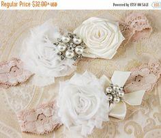 20% OFF Wedding garter set Bridal Garter set Ivory por GarterQueen