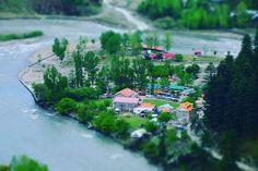 Azad Kashmir ki Neelum Valley ka aik manzar. photo by @ennkaydoubleu #Kashmir #pakistan #NeelumValley #nature #river #neelum #trees #water #sky #bluesky #houses #mountains #hills #tourism #travel #dawnnews #dawndotcom http://tipsrazzi.com/ipost/1506429168706323027/?code=BTn6Vj4BwJT
