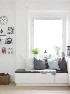 Stadshem files, a bench with pillows next to the window - Teen Bedroom ideas - - Interior Windows, Room Interior, Interior Design, Living Styles, Home Living, Living Room, Scandinavian Home, Decorating Your Home, Decorating Ideas