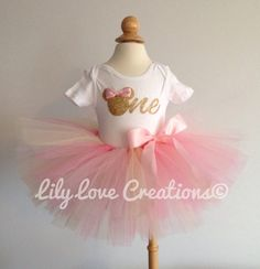 Pink and gold Minnie mouse birthday outfit - pink and gold birthday theme - pink… 2nd Birthday Outfit, Minnie Mouse Birthday Outfit, Mickey Birthday, Gold Birthday, Baby First Birthday, Birthday Fun, 1st Birthday Parties, Birthday Ideas, Minnie Mouse Rosa