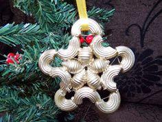 papierowy świat i inne krainy : gwiazdki Christmas Tree Earrings, Christmas Ornaments To Make, Christmas Crafts, Christmas Decorations, Holiday Decor, Christmas Pasta, Macaroni Crafts, Decorating On A Dime, Button Crafts