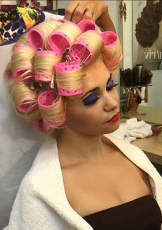 Wet Set, Hair And Beauty Salon, Roller Set, Very Long Hair, Curlers, Perm, Big Hair, Wig Hairstyles, Wigs