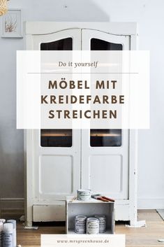 DIY Möbel mit Kreidefarbe streichen With chalk paint especially old pieces of furniture can be wonderfully restored again. The matte finish just fits perfectly. You can do more mrsgreenhouse. House Painting, Diy Painting, Furniture Makeover, Diy Furniture, Finding A Hobby, Hobbies To Try, Hobby Room, Hobby Lobby, Diy Greenhouse