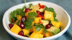 Foto: Tone Rieber-Mohn / NRK Mango Salat, Avocado, Recipe Boards, Fruit Salad, Quinoa, Salsa, Food And Drink, Healthy Eating, Vegetarian