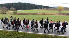Duitsers sturen migranten op doorreis terug   NOS
