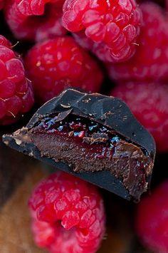 Raspberry mocha dark chocolate ganache recipe. These look heavenly!