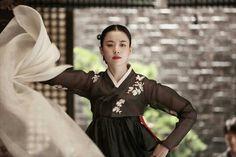 [Photos] Added new Han Hyo-joo stills for the Korean movie 'Love, Lies' Korean Traditional Dress, Traditional Fashion, Traditional Dresses, Traditional Chinese, Korean Dress, Korean Outfits, Black Korean, Modern Hanbok, Han Hyo Joo