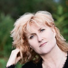 Eddi Reader  http://www.ticketline.co.uk/eddi-reader#bio