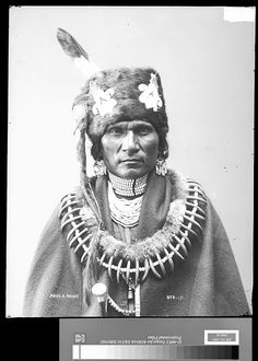 Assiniboine (Assinaboine) Tribe ~ Montana Above left & right, Cloud Man ~ 1898 Above left, Four Bull ~ 1898 Native American Beauty, Native American Photos, Native American Tribes, Native American History, Native American Jewelry, American Art, Bear Claw Necklace, Bear Claws, Cowboys And Indians
