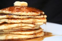 Here's an easy homemade pancake recipe that's perfect for breakfast! Get your pan hot and ready for this delicious, quick and easy homemade pancake recipe! Homemade Pancake Syrup, Best Homemade Pancakes, Vegan Pancake Recipes, Pancakes Easy, Breakfast Recipes, Cooking Recipes, Vegan Pancakes, Pancake Breakfast, Fluffy Pancakes