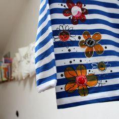 Námořnické-v+květu+vel.80+Dětské+tričko+sdlouhýmrukávem,+bavlna,+180+g/m2,+český+výrobek+-+příjemný+silnější+bavlněný+úplet,+95%+bavlna+++5+%+elastan+-+barva+bílo+-+modrá,+patentky+na+ramínku+až+do+vel.80,+dále+klasický+výstřih.+-+ručně+malované+květy+ruční+malba,+některé+mají+bavlněné+středy,+ozdobné+prošití+kontrastní+nití,otřepí+se,...