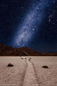 awesome Milky way over the Racetrack Playa's sailing stones in Death Valley NP Cosmos, Milky Way Photography, Nature Photography, Photoshop, Images Cools, Cool Pictures, Beautiful Pictures, Ciel Nocturne, Milky Way