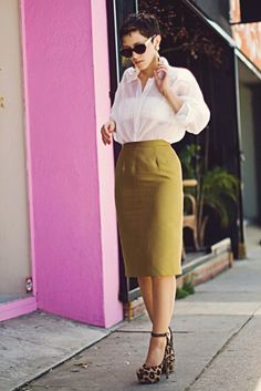 olive skirt... i've been on the hunt for something like this!