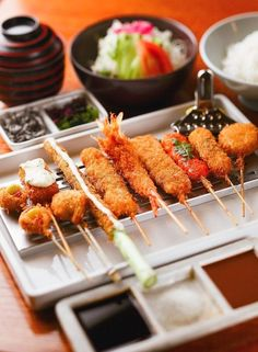 Kushikatsu - no double dipping please! Kebab Recipes, Sushi Recipes, Asian Recipes, Japanese Food Sushi, Japanese Dishes, Dinner Today, Food Presentation, Food Design, Diy Food