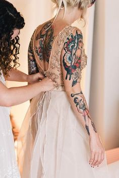 There two things mostly forever are marriage, and ink. These beautiful brides almost made my head explode with all the gorgeousness of the brides with tattoos. Sexy Tattoos, Body Art Tattoos, Girl Tattoos, Tattos, Tatoo Neck, Wedding Tattoos, Tattoo Bride, Camo Tattoo, Tattoo Wedding Dress