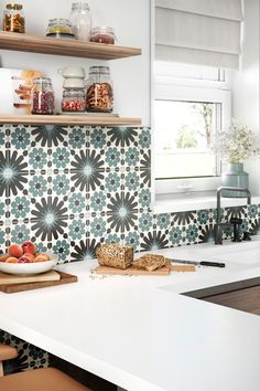 Backsplashes can protect your walls and provide a pop of color to your kitchen. Kitchen Redo, Home Decor Kitchen, New Kitchen, Home Kitchens, Kitchen Remodel, Kitchen Design, Kitchen Hacks, Kitchen Ideas, Up House