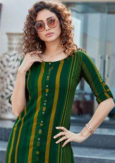New Kurti Designs, Simple Kurta Designs, Stylish Dress Designs, Kurta Designs Women, Kurti Designs Party Wear, Stylish Dresses, Stylish Kurtis Design, Long Dress Design, Fancy Kurti