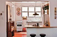 Cozinha simples e clara