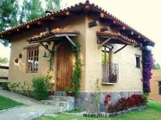 LOVE the details that add to the design Spanish Style Homes, Spanish House, Mud House, Small Modern Home, Adobe House, Hacienda Style, Cabins And Cottages, Tropical Houses, Cottage Homes