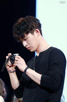He needs to take a pic of me sometime Yg Ikon, Chanwoo Ikon, Kim Hanbin, Ikon Leader, Ikon Songs, Winner Ikon, Koo Jun Hoe, Ikon Debut, Amor