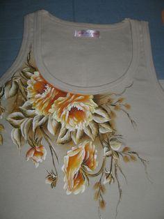 Dress Painting, T Shirt Painting, Fabric Painting, Hand Painted Dress, Painted Clothes, Fabric Paint Designs, Fabric Design, Fabric Paint Shirt, Hand Embroidery