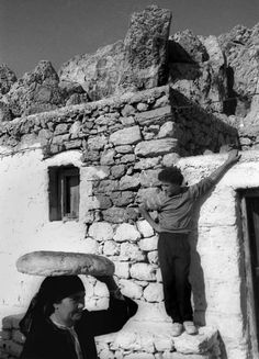 The history of bread in Greece through sp . - The history of bread in Greece through rare photographs - Greece Photography, Still Photography, Street Photography People, Go Greek, Famous Photographers, Athens Greece, Black And White Pictures, Black And White Photography, Old Photos