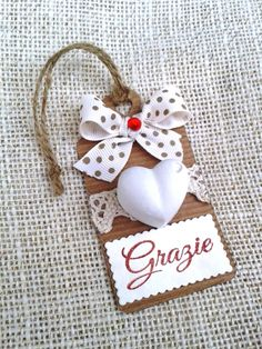 Tag with chalk Wedding Favours, Diy Wedding, Party Favors, Wedding Gifts, Handmade Christmas Gifts, Handmade Gifts, Christmas Ornaments, Card Tags, Gift Tags