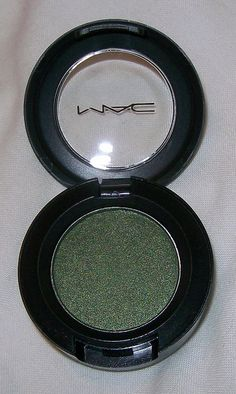 MAC eyeshadow in 'Humid'. I bought this ages ago and just love green eye shadows but I almost never wear green eye shadow.